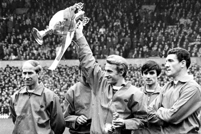 1966-1967: The seventh title. The success of Manchester United boils down to great striker pairings. Like Rooney and Robin Van Persie today, this season's 'Holy Trinity' of strikers George Best, Dennis Law and Bobby Charlton help the club win a seventh league title, a year before going on to beat Benfica to lift the European Cup.  Cr. <warp>www.bbc.co.uk/newsround/22264796</warp>