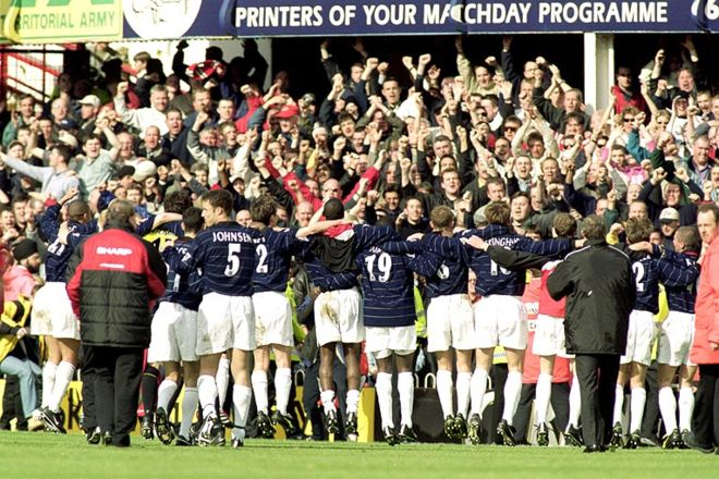 Manchester United win the league in 2000 1999-2000: The 13th title. This side was just brilliant, putting the rest of the league to shame, as a powerful and confident United cruise to another title - finishing a remarkable 18 points clear.  Cr. <warp>www.bbc.co.uk/newsround/22264796</warp>